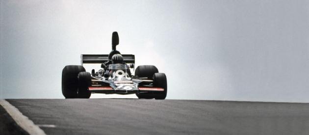 Tom Pryce svozem Shadow DN-5 Ford, který sloužil potři sezony veformuli1!