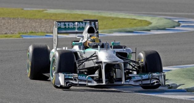 Lewis Hamilton (Mercedes GP W04) při prvním testování vJerezu