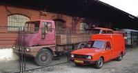 Druhý BAZ Furgonet  před Muzeem dopravy vBratislavě, vlevo prototyp nákladního vozu SNA