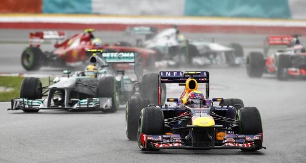 Mark Webber (Red Bull RB9 Renault) vede veVelké ceně Malajsie