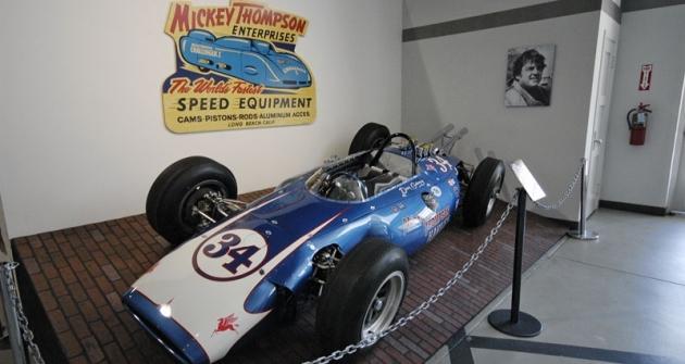 Thompson Harvey Aluminium Spl., jeden ze tří vozů konstruktéra Johna Crosthwaita pro 500 mil Indianapolis 1962 (Dan Gurney startoval osmý, porucha převodovky)