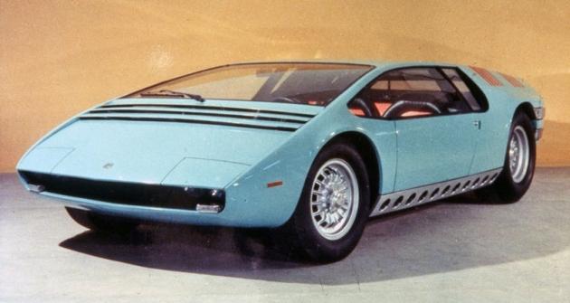 Bizzarrini Manta, dvoumístné kupé sosmiválcem Chevrolet před zadní nápravou (Torino 1968)