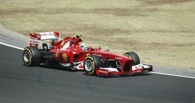 Ferrari F138, motor Ferrari 056; šéf týmu Stefano Domenicali (I). Jezdci  Fernando Alonso (E), Felipe Massa (BR)