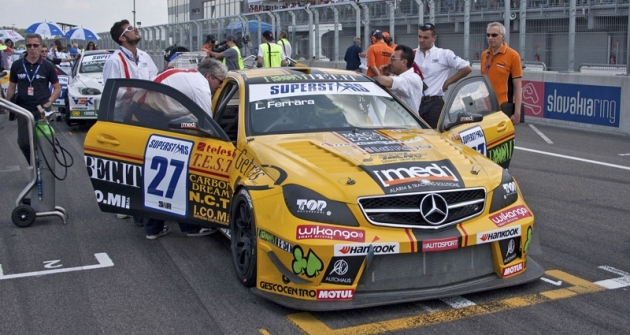 Luigi Ferrara jezdí svozem Mercedes-Benz C63 AMG, ale skaroserií Coupé