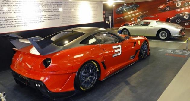 Ferrari 599 XX Fiorano, speciální okruhová verze, která zajela rekord naNürburgringu