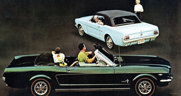 Ford Mustang první generace jako kabriolet sručním, anebo mechanizovaným otevíráním plátěné střechy