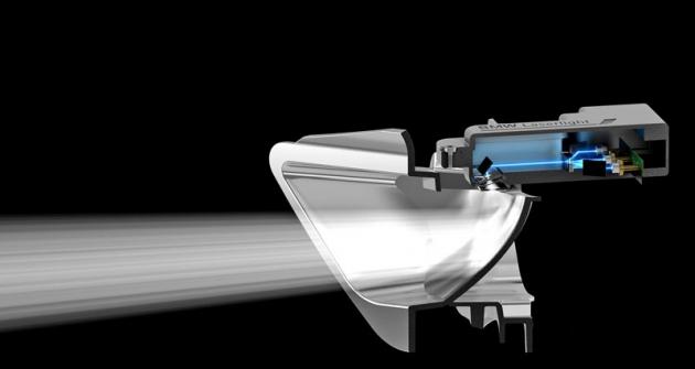 Zdrojem světla laserového světlometu je trojice laserových diod, jejichž modré světlo změní nabílé fosforový materiál