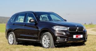 BMW X5 xDrive 30d  jsme vyzkoušeli také vlehčím terénu