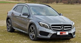 Mercedes-Benz GLA  celkovou koncepcí připomíná třídu A, je však oněco vyšší anabízí alternativně pohon všech kol