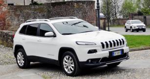 Nový Jeep Cherokee čtvrté generace představuje revoluci vpojetí tohoto automobilu se zvýšenou průchodností vterénu