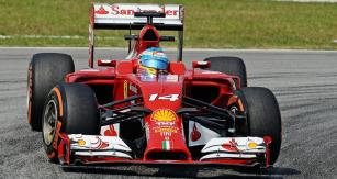 Fernando Alonso (Ferrari F14T) vpočátku sezony vykazoval lepší výsledky než jeho týmový kolega
