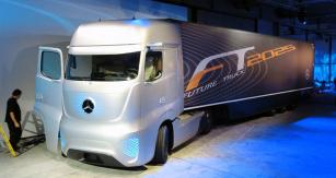 Mercedes-Benz  Future Truck 2025  se představil vpředvečer autosalonu snávěsem Mercedes-Benz  Aerodynamics Trailer