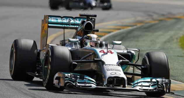 Lewis Hamilton (Mercedes-AMG W05) vítězil oddruhého závodu vMalajsii