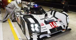 Porsche 919 Hybrid překvapil rychlostí  při debutu ve24h Le Mans, oba vozy však zastavily elektrické problémy