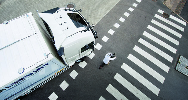 Pokud řidič nereaguje navýstrahy systému anepodnikne žádnou akci knapravení možného nebezpečí, zasáhne systém autonomně pomocí řízení vozidla či spomocí jeho brzd.
