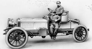 Marius Barbarou zavolantem závodního vozu Benz Parsifal zroku 1903. Poté, co přijal výzvu Julia Gansse postavit pro značku Benz nový automobil, začal sním izávodit.