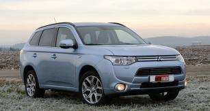 Mitsubishi Outlander PHEV je rozšířením nabídky oneobvyklý hybridní vůz kategorie SUV sexterním dobíjením