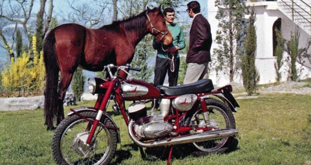 Italjet 125 America, jeden zmotocyklů ze San Lazzaro di Savenna, poháněný československým motorem