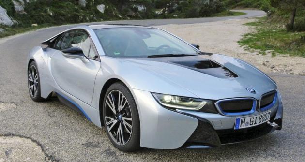 Navzdory hybridní koncepci  atříválci je BMW i8 čistokrevný sportovní automobil pro radost zjízdy