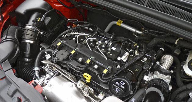 Čtyřválec 1.6 CDTI bez plastového krytu pod kapotou SUV Mokka
