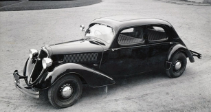 Sedan Škoda Superb se šestiválcem 2,7 l (1936)