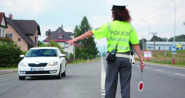 Inazastavování vozidel má dopravní policie svá pravidla.