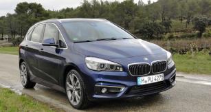 Nejvýkonnější BMW 225i xDrive  nabízí lepší jízdní vlastnosti než typy pouze spředním pohonem