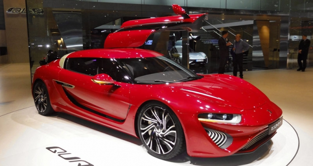 Nejnovější QuantF  při světové premiéře  vŽenevě 2015;  pro sportovní sedan  snádržemi 2x 250 litrů  uvádí výrobce pohotovostní  hmotnost 2300kg  (ponaplnění elektrolytem)