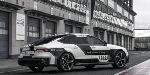 Audi RS7 Sportback  Piloted Driving Concept,  zvaný Bobby, vareálu Motorsport Arena vevýchodoněmeckém Oscherslebenu