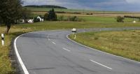 Ještě dnes se můžete  projet popěkném asfaltu silnic,  jež měly tvořit velký okruh