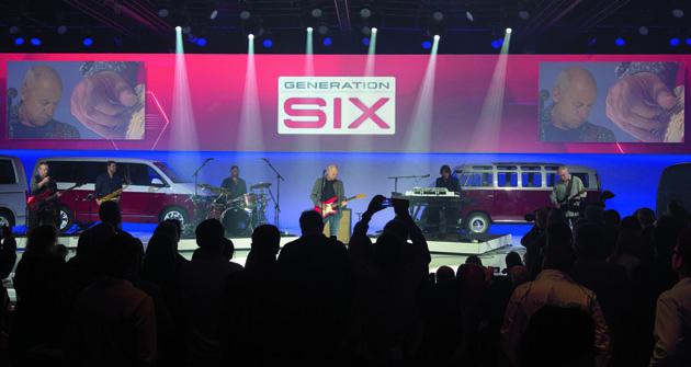 """""""Genegation SIX"""" aSamba Bus napódiu doplněná oMarka Knopflera – strhující atmosféra představení nové generace modelové řady VW T série."""