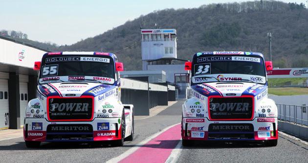 Vozy závodní stáje Buggyra ladily formu na okruhu vseveročeském Mostě.