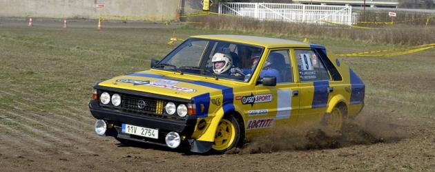 Andrzej Jaroszewicz (Polonez 2000)  přijel zPolska; možná nevíte, že kromě svého Stratosu HF vsoutěžích okusil Wolf WR1 formule1 naokruhu vPoznani
