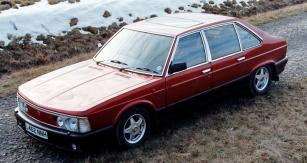 Tatra 613-5 ročníku 1993 spravostranným řízením abohatou výbavou