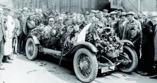 Velká sláva poprojetí cílem naTarga aCoppa Florio vroce 1924. Christian Werner společně sKarlem Sailerem vyhráli doslova všechno, co se dalo.