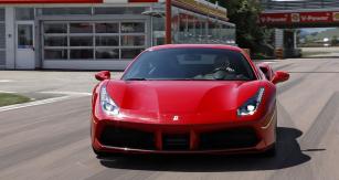 Nejprve jsme novinku Ferrari 488 GTB prověřili nazkušebním okruhu veFioranu