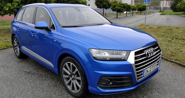 Audi Q7 druhé generace jsme vyzkoušeli  vešvýcarských horách, nejprve smotorem 3.0 TFSI (vůz nasnímku), druhý den s3.0 TDI