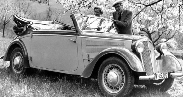 DKW F8 Front-Luxus Cabriolet sdvoudobým dvouválcem 684cm3 apohonem předních kol (Karrosserie Baur; 1939)