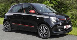 Nový Renault Twingo  působí dynamicky díky proporcím karoserie skrátkou přídí;  vzhled některých verzí oživují barevně odlišené lišty apolepy sgrafickými prvky