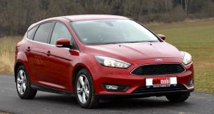 Přední část modernizovaného Focusu je zcela nová; maska chladiče navazuje natypy Fiesta aMondeo...