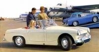 MG Midget Mk.II,  lidový sportovní automobil  se čtyřválcem 1098cm3, uvedený vroce 1964; poválečný Midget se vyráběl vletech 1961 – 1974,  motory postupně sílily, spartánský interiér  se příliš neměnil