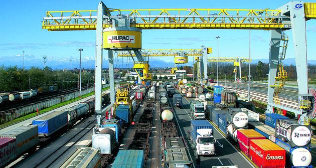 Do května roku 2017 bude Komisí posouzena nutnost změn technických předpisů pro schvalování vozidel sohledem na bezpečnost silničního provozu a bezpečný provoz souprav zejména při operacích intermodální přepravy.