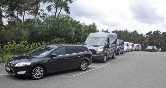Automobily Ford Transit různých modifikací jsou připraveny k testovací jízdě