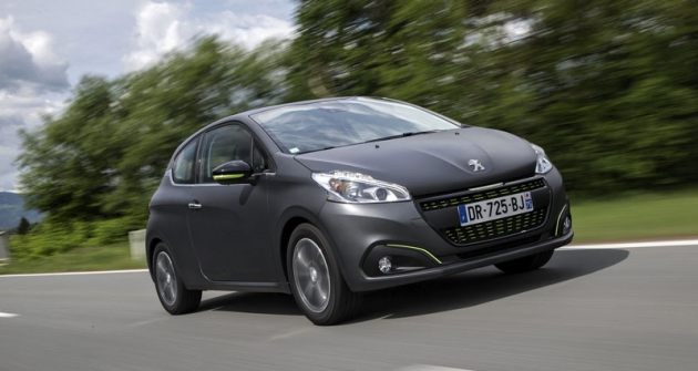 Peugeot 208,  nejúspěšnější typ značky, prošel potřech letech faceliftem snovou  paletou barev