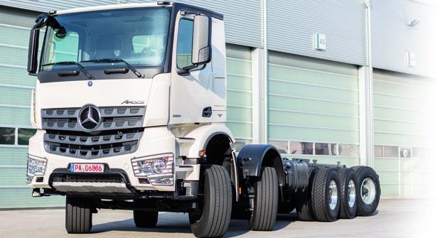 Podvozek pro dostavbu mobilního čerpadla betonových směsí K60H společnosti CIFA vychází zmodelové řady těžkých nákladních vozidel Mercedes-Benz Arocs určených primárně pro stavební či speciální provoz.
