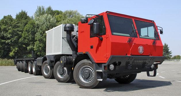 Tatra skonfigurací 16x8 má první tři a poslední tři nápravy řiditelné