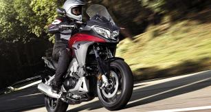 Nová Honda Crossrunner jízdními vlastnostmi vychází vstříc pohodlné turistice