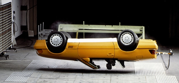 Zkouška vystřelovacích ochranných oblouků (Mercedes-Benz SL typ R129; sériová výroba odroku 1989)