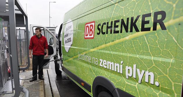 Vlastní plnicí stanici CNG otevřela společnost DB Schenker vRudné u Prahy