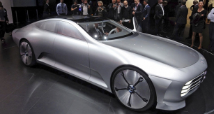 Mercedes-Benz IAA Concept při světové premiéře  naIAA 2015 veFrankfurtu